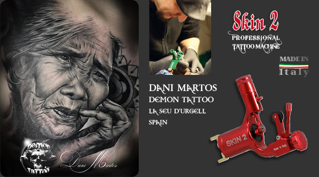 Dani Martos tattooing with Skin 2 Tattoo Machine